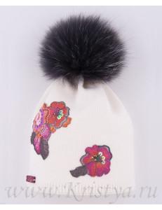 Шапка зимняя белого цвета с цветами МАРТИНА